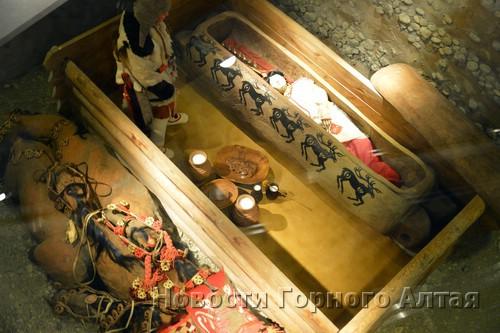 Реконструкция кургана, в котором была найдена мумия «принцессы»