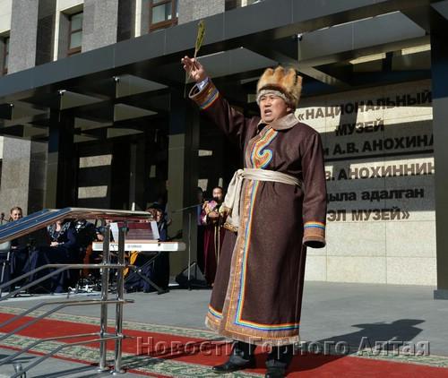 Сергей Мундусов провел обряд освящения музея