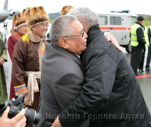 Миссия выполнена: первый вице-премьер Юрий Антарадонов и министр культуры Владимир Кончев
