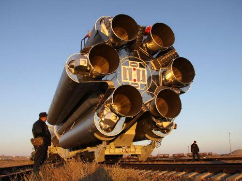 Ракета-носитель «Протон-М» с разгонным блоком «Бриз-М» и телекоммуникационным космическим аппаратом «Интелсат-23» перед запуском