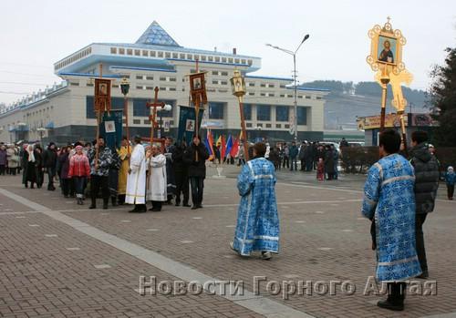 Колонны верующих из двух городских храмов встретились на площади