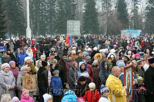 В митинге приняли участие сотни горожан