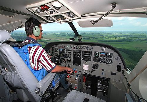 Кабина пилотов (фото airliners.net)