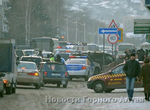 Из-за аварии движение транспорта было затруднено