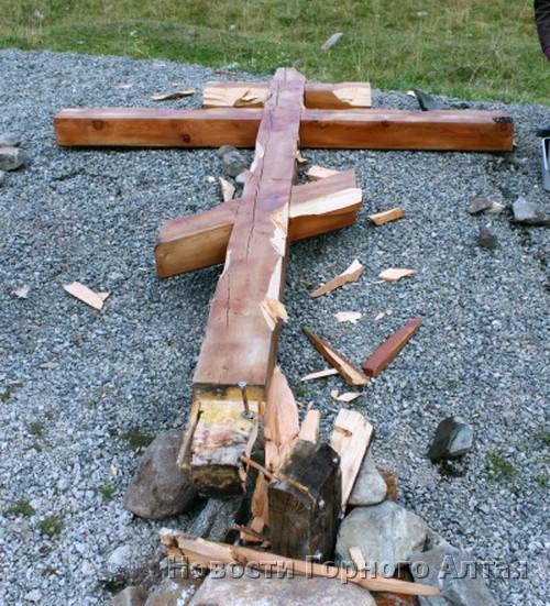 В Топучей свалили Поклонный крест
