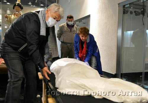 Владимир Кончев привез принцессу Укока на родину