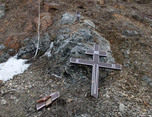 Камнепад повредил поклонный крест в Кызыл-Озеке