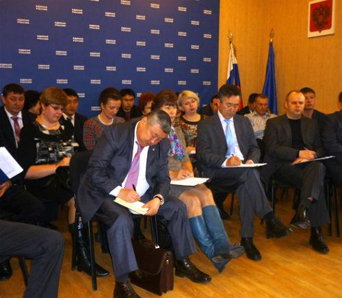 Горно-алтайские единороссы слушают лекцию Дмитрия Медведева