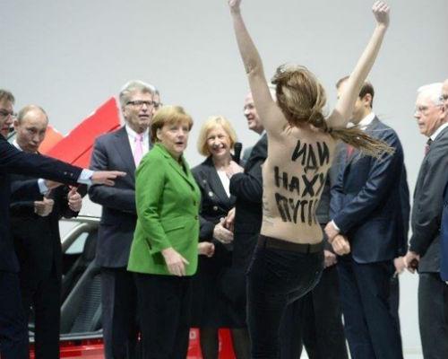 Путину понравилась акция полуголых девиц из FEMEN