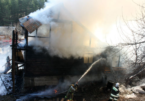 В Горно-Алтайске на ул. Рабочей сгорел жилой дом