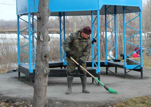 Глава района Евгений Понпа лично убирал мусор…