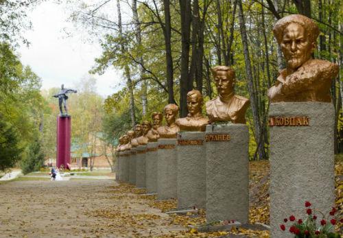 Аллея партизанской славы в Спадщанском лесу. Фото Panoramio.com