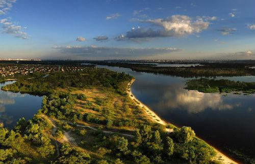 Днепр в районе Вышгорода. Фото Panoramio.com