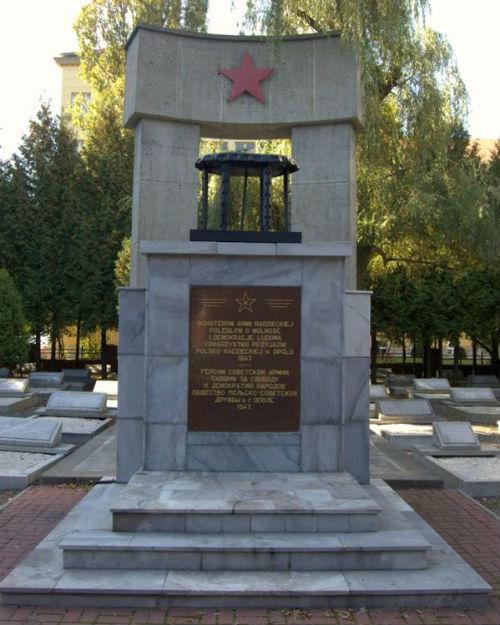 Памятник советским воинам в польском городе Ополе. Фото Сергея Ткачева