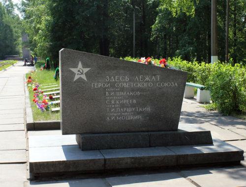 Место захоронения Тимофея Паршуткина на гвардейском кладбище в Лодейном Поле. Фото Алексея Сидельникова