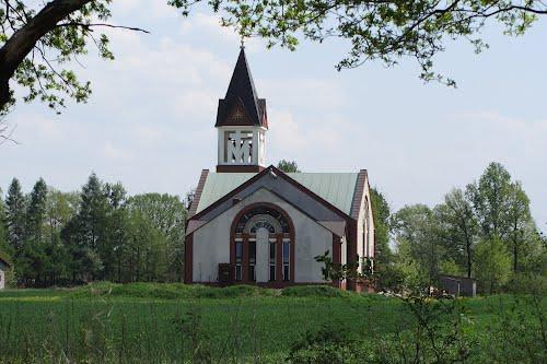 Костел в окрестностях села Яжемковице. Фото Panoramio.com