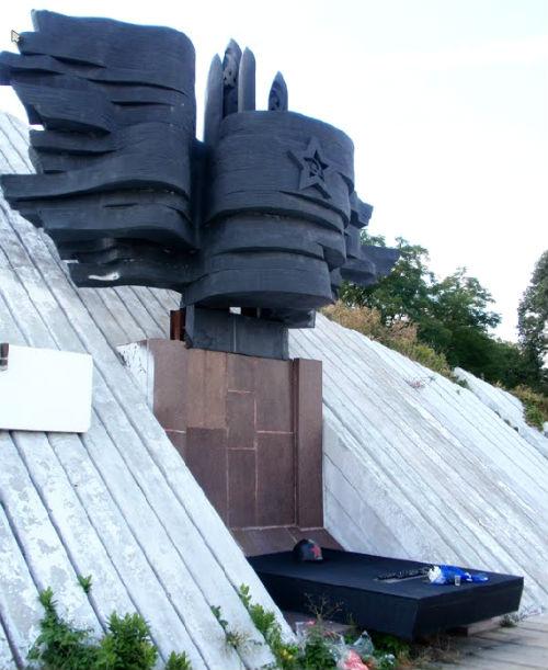 Памятник в селе Войсковом, посвященный воинам, форсировавшим Днепр. Фото Panoramio.com