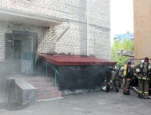В подвале пятиэтажки по пр. Коммунистическому произошел пожар