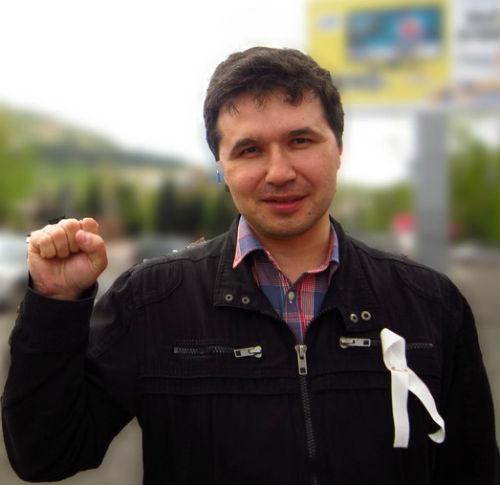 Горно-алтайский поэт провел акцию в поддержку политзаключенных
