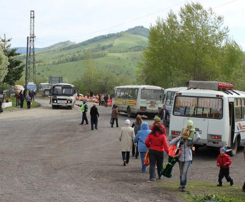 Для удобства горожан организованы дополнительные автобусные маршруты до кладбища