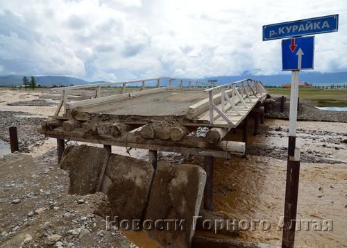На реке Курайке паводок разрушил мост