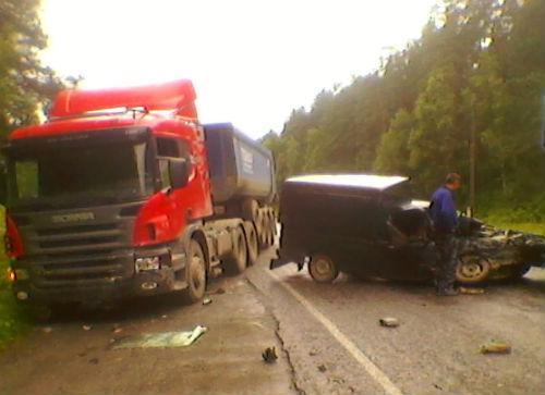 Около Аржан-Су Scania столкнулась с легковушкой