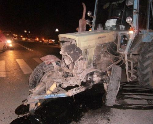 В Горно-Алтайске BMW протаранил трактор
