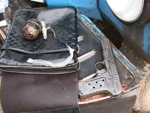 В Кызыл-Озеке нашли сумку с гранатой и пистолетом