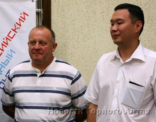 Сопредседатель Фронта Александр Вилисов и председатель ревизионной комиссии Дмитрий Кыйгасов