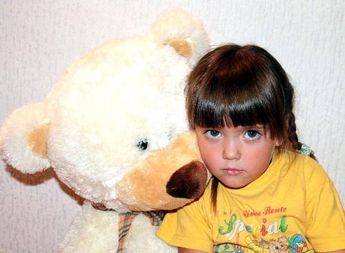 Российский фонд помощи собирает средства на лечение Саши Тебековой из Усть-Коксы