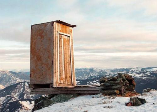 Самый экстремальный туалет в мире находится в Горном Алтае, уверены составители обзора
