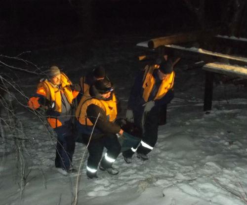 Спасатели выручили пьяного мужчину, оказавшегося на льду Катуни