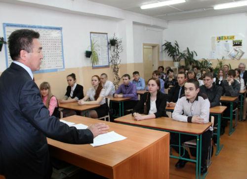 Иван Белеков провел для школьников урок на тему «Присоединение Крыма к России»