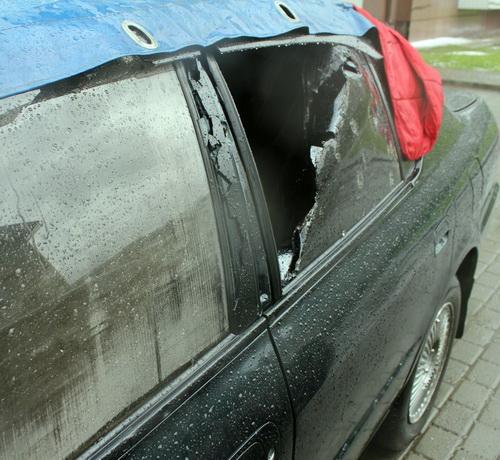 Автомобиль, поврежденные градом. Фото Ахат Эмирусейнов, vk.com