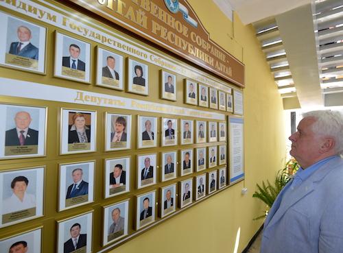 После посещения комиссии он виртуально познакомился с народными избранниками