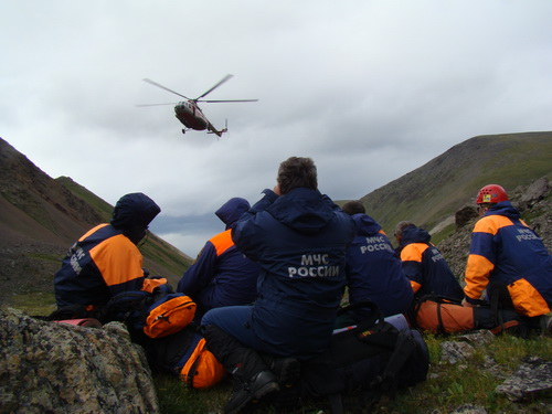 Погодные условия осложняют спасательные работы