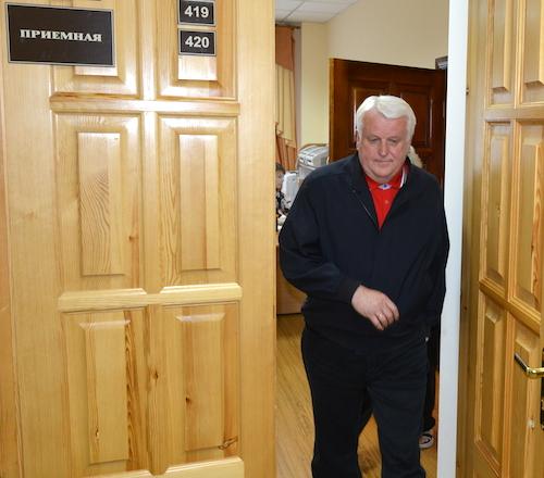 Виктору Калюжному разрешили сдать документы на правах письма