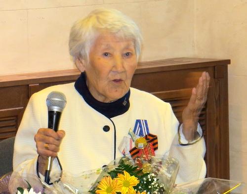 Вера Тозыякова передала часть материалов о династии в дар Национальному музею
