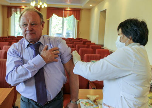 Мэр Виктор Облогин привился от гриппа