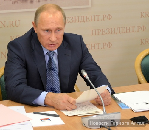 Президент Владимир Путин на совещании в Горно-Алтайске