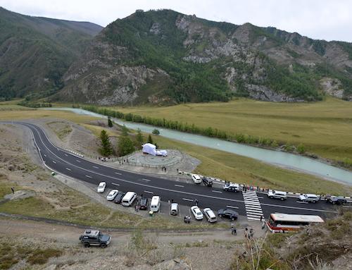 Около Белого Бома открыли памятник Кольке Снегиреву