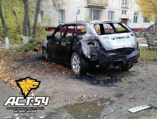 В Новосибирске сгорела машина из Республики Алтай