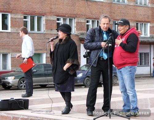 Андрею Адарину (справа) очень понравилось, что на митинг собралось мало народа
