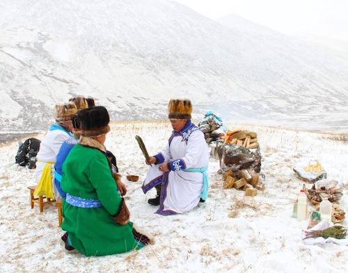 Акай Кине и шаманы провели обряд на плато Укок