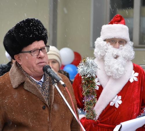 Бердников и Дед мороз открыли детсад