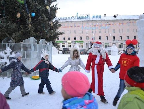 Комсомольцы проводят акцию «Красный Новый год»