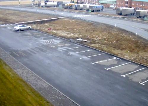 Кадр с камеры видеонаблюдения: «Теана» за пару минут до угона