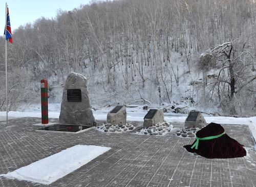 В Горно-Алтайске открыли памятную плиту с именем подполковника Дмитрия Коденко
