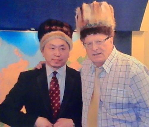 Лидеру ЛДПР подарили шапку, изготовленную усть-коксинской мастерицей на усть-канский манер. Фото vk.com/id67721061