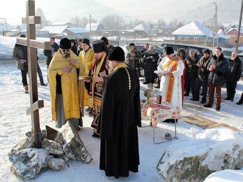Епископ совершил чин освящения закладного камня в основание церкви в селе Кызыл-Озек